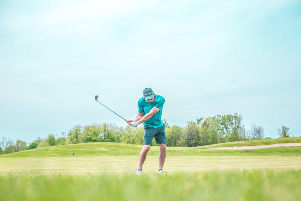 ゴルフはシャロースイングで安定してスコアを上げる